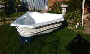 3 person SPA white corner with Davey pump Enfield Port Adelaide Area Preview
