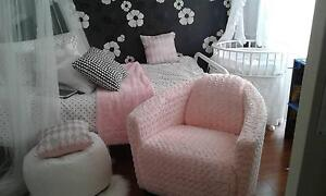 pink fluffy armchair Hamersley Stirling Area Preview