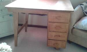 Great little retro desk Elderslie Camden Area Preview