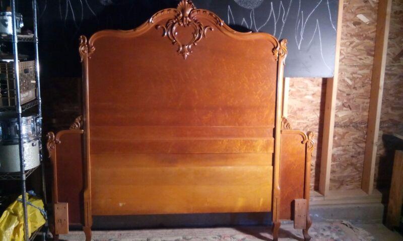 Antique/Vintage Blond Wood Maple Glam Bedroom Set