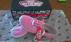 SIZE 2 HOT PINK & WHITE VANS Bethania Logan Area Preview