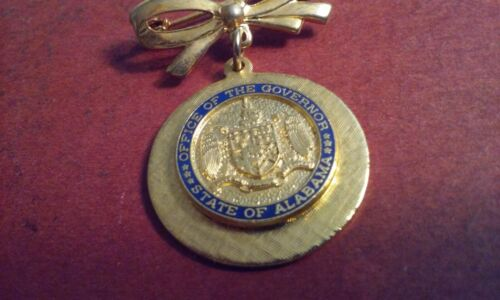 Alabama Office of the Governor Seal Brooch Pin Gold-Tone Bowtie Top