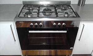 900mm wide free standing gas/electric stove Nudgee Brisbane North East Preview