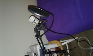 Microphone with Condenser. Mint works great! never been used.