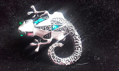 Lovely silver tone, enamelled and jewelled lizard brooch
