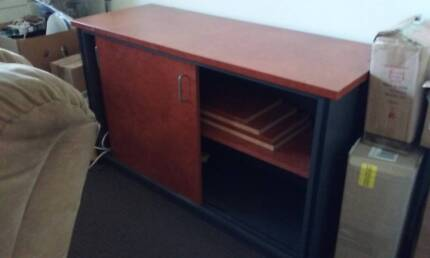 HOUSEHOLD ITEMS AND FURNITURE FREE AND FOR SALE