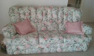 lounge settee and recliner chair McLaren Flat Morphett Vale Area Preview