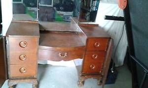 Vintage 1940's dressing table with winged mirror Tumbi Umbi Wyong Area Preview