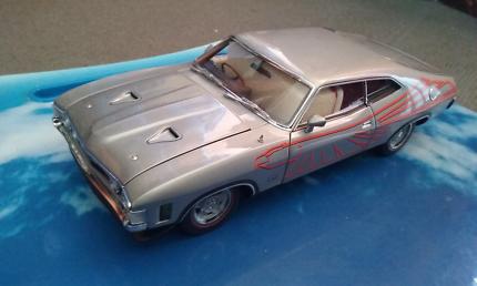 Ford falcon XA coupe 1:18 superbird