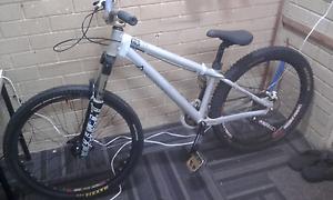 Giant stp downhill mountain bike East Victoria Park Victoria Park Area Preview