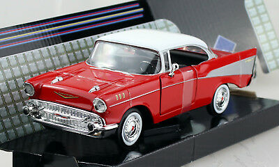 Maisto Design Muscle 1957 Chevrolet Bel Air rot weiß red white 1:64