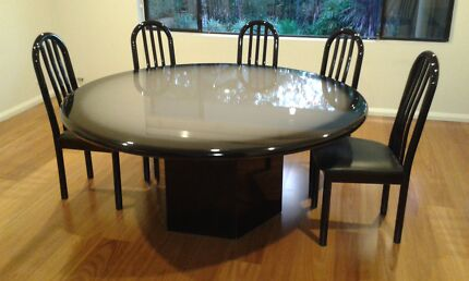 Large Round Dinning Table and 8 Chairs