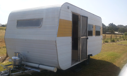 16FT TRAVELHOME CARAVAN