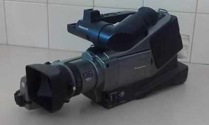 Panasonic AG-DVC15E  3CCD Pro Video Camera