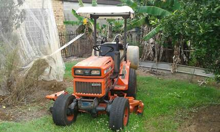 KUBOTA B6200 HST 4WD 15HP TRACTOR WITH 60 INCH MOWING DECK