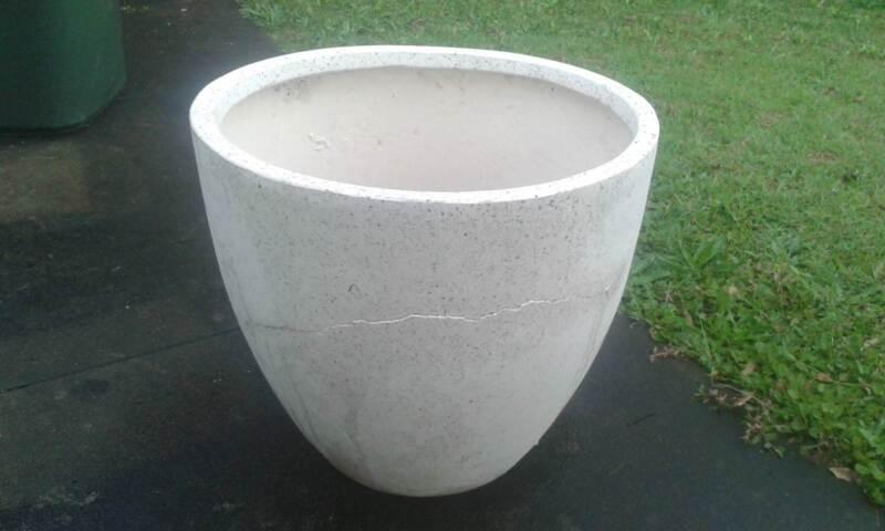 Large Fibregl Plant Pot 9