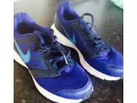 Nike men's/boys trainers size 7.