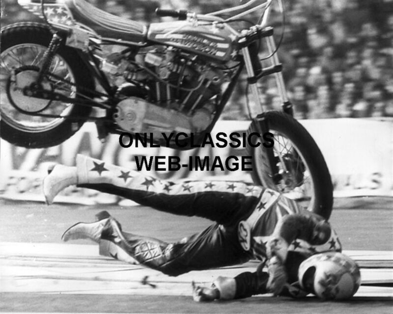 EVEL KNIEVEL CRASHES HARLEY DAVIDSON XR-750 MOTORCYCLE JUMP 8X10 PHOTO DAREDEVIL