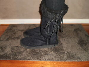 Ladies Size 6 Lace up Ugg Boots Wool Blend Black