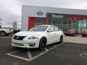2015 Nissan Altima 2.5 S Great Mileage and Comfort!