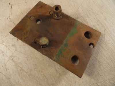 John Deere 820 830 Diesel Hydraulic Outlet Bracket Support R21236r