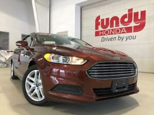 2016 Ford Fusion SE w/backup cam and power driver seat ONE LOCAL