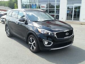 2017 Kia Sorento 2.0L EX Turbo. Heated leather. Camera.