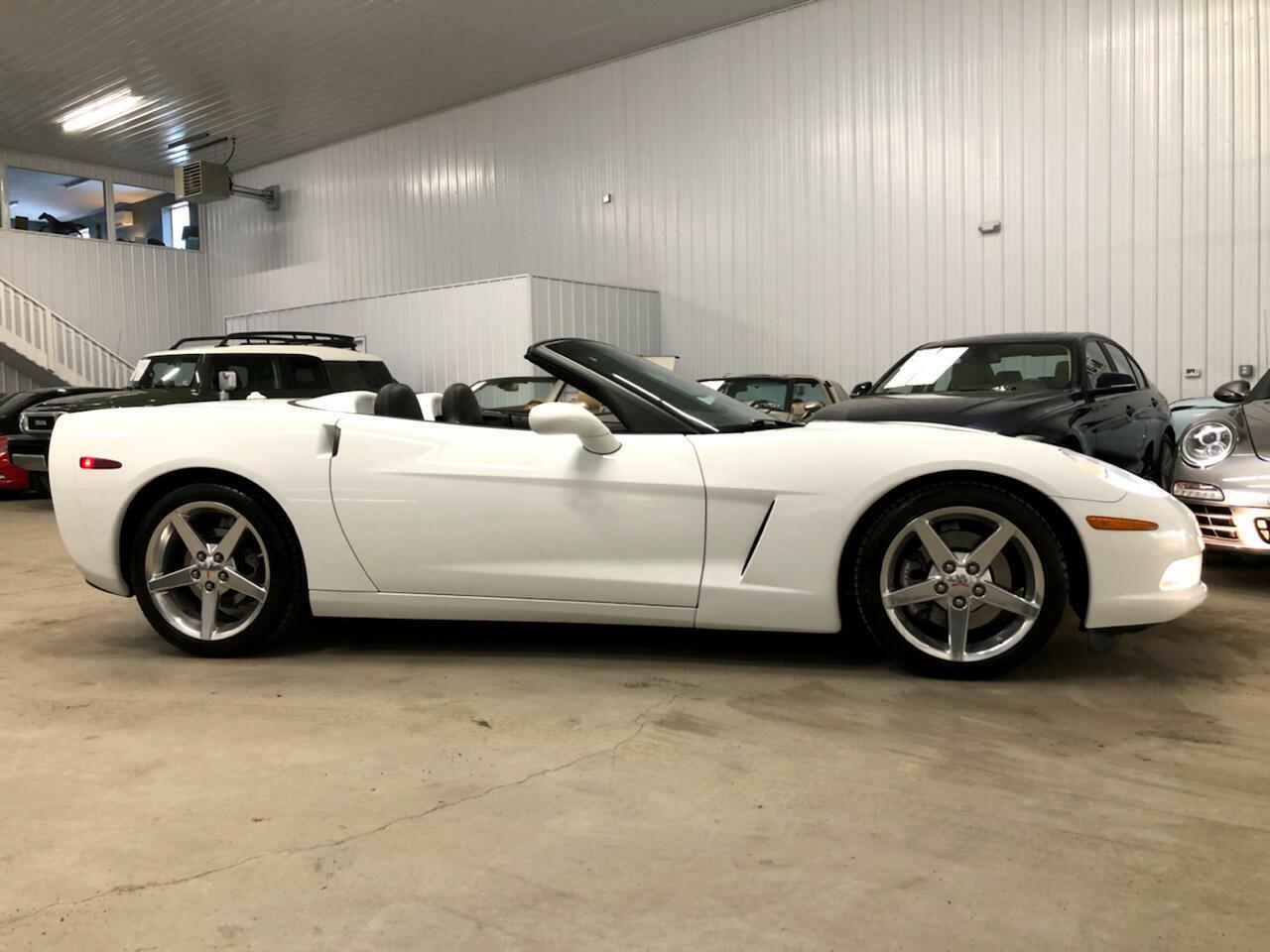 2005 White Chevrolet Corvette Convertible  | C6 Corvette Photo 2