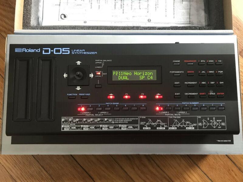 Roland Boutique D-05 Linear Synthesizer Boutique Model EXCELLENT/NEAR MINT