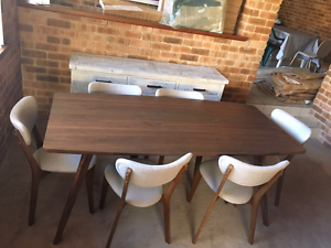 Dinnig table Duncraig Joondalup Area Preview
