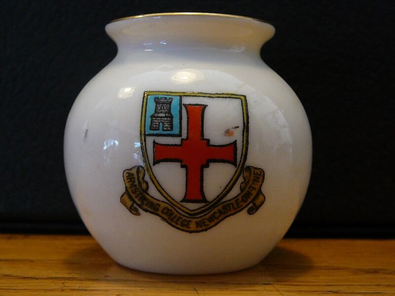 VINTAGE WH GOSS CRESTED CHINA ARMSTRONG COLLEGE NEWCASTLE ON TYNE GLASTONBURY