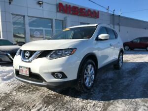2015 Nissan Rogue SV AWD  $145 BI WEEKLY An AWD that is well equ