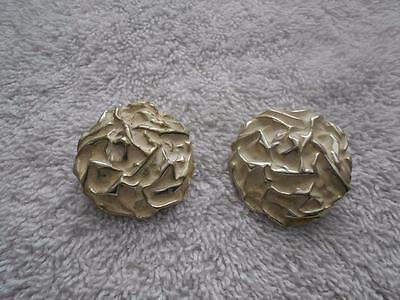 Vintage Sarah Coventry Powder Puff White Enamel Silver Tone Clip Earrings (Powder Puff Earrings)