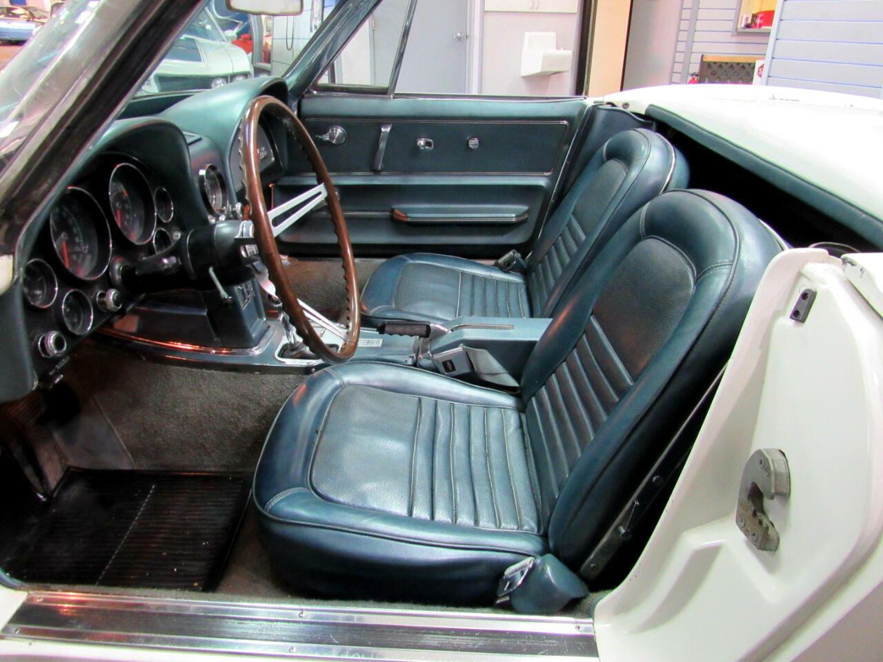 1967 White Chevrolet Corvette Convertible  | C2 Corvette Photo 8