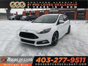 2017 Ford Focus ST / LEATHER / SUNROOF / BACK UP CAM / NAVIGATIO