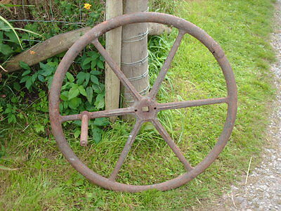 LARGE VINTAGE CAST IRON  WINDING WHEEL / GARDEN ORNAMENT