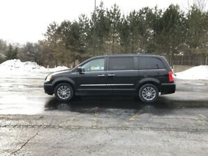 2014 Chrysler TOWN and COUNTRY TOURING-L FWD