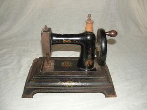 Ancien jouet en fonte machine a coudre poupee baby ebay for Machine a coudre jouet