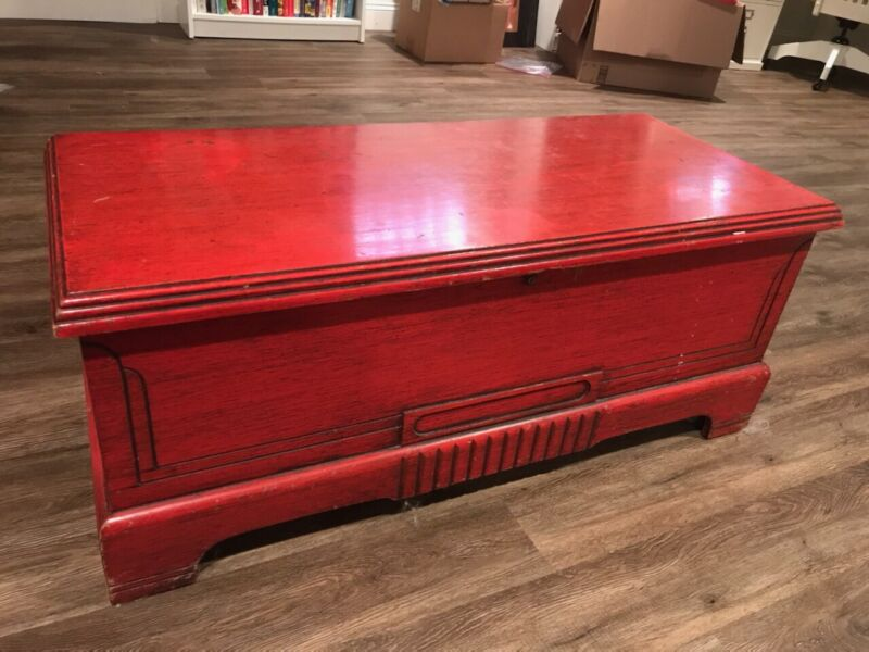 Antique Vintage Caswell Runyon Company Cedar Blanket Storage Chest Red