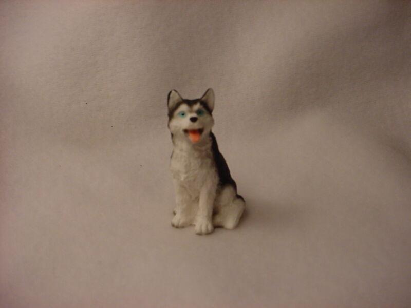 HUSKY black white blue eye puppy FIGURINE Dog MINIATURE Small Mini Resin Statue
