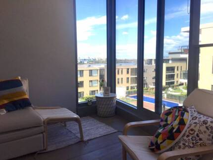 wentworth point 1 master bedroom with small sunroom for rent