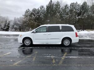 2016 Chrysler TOWN and COUNTRY PREMIUM FWD