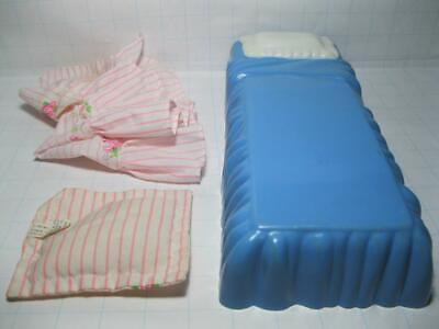 Barbie Doll Dream Dollhouse FURNITURE Bedroom 1996 Bed w/Bedspread & Pillow