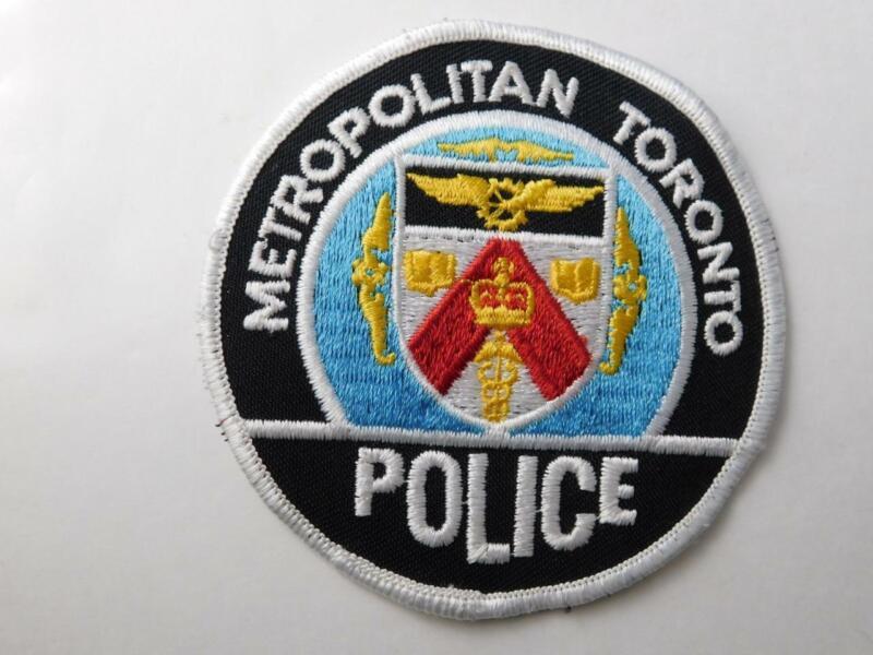 METROPOLITAN TORONTO  POLICE VINTAGE PATCH BADGE ONTARIO CANADA COLLECT WHITE B