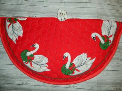 """Swans Holiday Red Quilted Xmas Tree Skirt Wreaths Holly Berries Handmade 34"""" Vtg"""