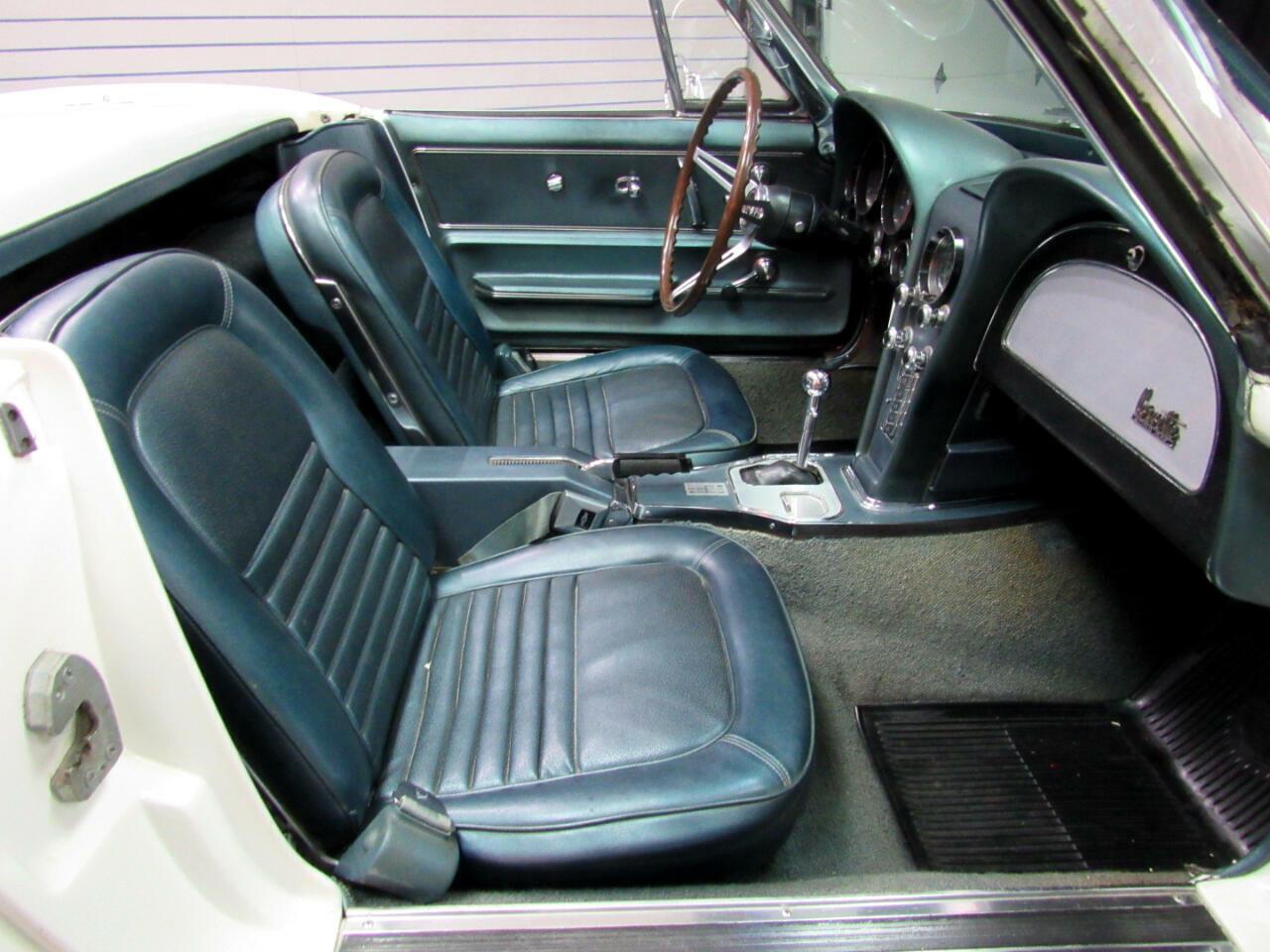 1967 White Chevrolet Corvette Convertible  | C2 Corvette Photo 10