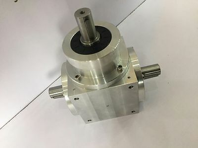 Right Angle Spiral Bevel Gearbox Ratio 11 With 3 Keyed Shafts 3500rpm