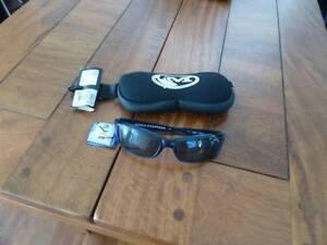 f4de405ca77 Mako Polarised Sunglasses Brand New Unused
