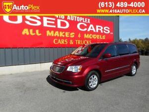 2011 Chrysler Town & Country Touring Nav Sunroof Dual rear DVD's
