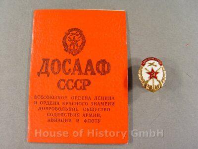 103005, Mitgliedsausweis der DOSAAF mit Abzeichen an Schraubscheibe, Ausweis